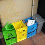 Emilio: A la hora de separar nuestra basura para reciclar, hemos empezado a utilizar las bolsas las bolsas que nos regalaron en COGERSA este fín de semana durante la visita de la campaña de Compostaje. De esta forma ya tenemos separado papel y cartón, envases y plástico, vídrio y el resto de basura a un cuarto recipiente.