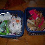 Rebeca: En nuestro hogar todos reciclamos y para transportarlo lo llevamos en estas cestas hasta los contenedores correspondientes.