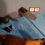 Noelia: Bolso hecho con bolsas de plástico para guardar las aletas de la piscina.
