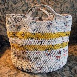 Nuria: Lo que suelo hacer con las bolsas de plástico de los supermercados es utilizarlas para la basura (así evito tener que comprar las comerciales), para recoger los residuos de reciclaje, para guardar las chanclas de la piscina, etc. Este verano, me gustaría animarme a tejerlas y hacer algún bolso o pulsera de crochet. ¡Hay maravillas! Por si alguien se anima conmigo, os paso algunos enlaces: 1· http://www.ecologismo.com/2009/07/21/crochet-con-bolsas-plasticas/  2· http://youtu.be/6sdFX6LZE4k    3· http://youtu.be/xjqZ-LjoseU