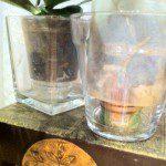 Marta D: Siempre utilizamos los recipientes de té y de crema vacíos para poner debajo de las macetas.