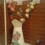 Noelia: He restaurado la jarra de una jofaina de mi abuela, unas flores y ahora está decorando mi baño.