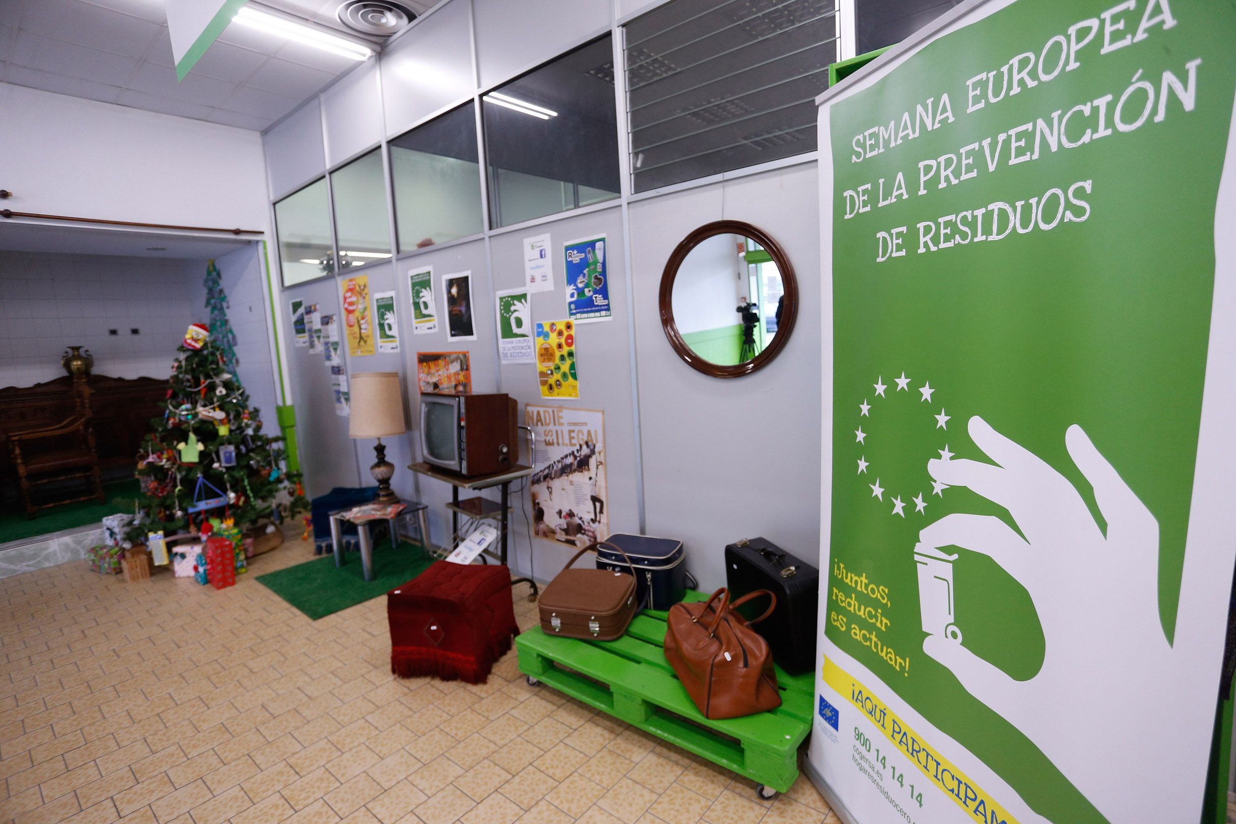 Se Recogen 8 300 Kilos De Cachivaches Para La Fundaci N Social  # Muebles Reto Asturias